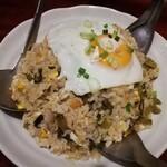 リバーサイゴン - 高菜と豚肉のチャーハン