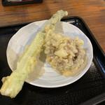 太常うどん - アスパラとブラウンマッシュルームの天ぷら。