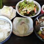 台方ラーメン - 料理写真:もつ煮込み定食980円