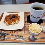 さとまるーむ - 料理写真:ワッフル コーヒーセット