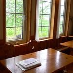 カフェ&レストラン バーチ - テーブル席です