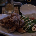 BAR α - このお店に来て初めて食べた「和食屋さんの鶏の唐揚げ」。 味がしっかりついてて美味しい上にボリュームもあって、1人でペロっといけちゃいました☆