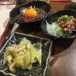 蒲田西口 肉寿司 - * ユッケ 740円 * セロリガリ 390円 * 馬わさ 490円