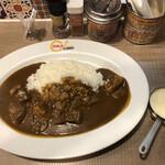 MAJI CURRY - ビーフ増し増しカレー チーズフォンデュトッピング