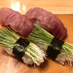 魚がし寿司 - 「とろ」200円×2 「芽ねぎ」120円×2