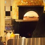 CONA - 窯でピザ焼いてます。