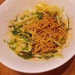 鼎泰豐 - 拌麺、とりわけてもらいました