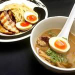 つけ麺道 開花屋一貫 - 料理写真:つけ麺の炙りチャーシューと玉子トッピング