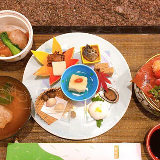 指宿白水館 - 料理写真:最初のセッチング 左のお椀や煮物は熱々のものを提供されます