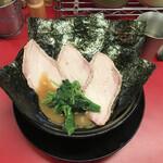 王道家 - 料理写真:ラーメン海苔+チャーシュー増し