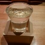 いちふみ - 百春は程よくキリッとしている。小左衛門は濃いめで岐阜県らしい味。どっちもおいしかった。