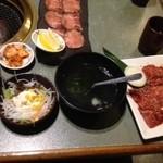 14020949 - ジューシーカルビスーパー定食と上塩タン