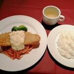 ニコラス - A ランチ 900円 舌平目のカツレツ、パスタ添え。ライス、スープ、サラダ、飲み物付きです。