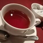 ニコラス - 食後に紅茶を飲みながら、余韻を楽しみます。