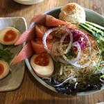 あおぞら銭函3丁め - サラダと煮卵