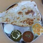 インド・ネパール料理 ヒマラヤ - 2種カレーセット、マトンカレー&サグチキンカレー