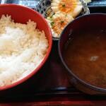 炭火焼専門食処 白銀屋 - ご飯、味噌汁