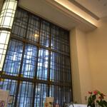 崎陽軒本店 アボリータム - レジ方向〜高い天井