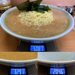 なかむら屋 - 料理写真:「ジャンボラーメン」麺5玉 挑戦料 2,500円(税込)30分以内完食で無料 !! 総重量(実測値)3,041g。うち麺・具材重量 1,796g、うちスープ重量(麺・具材等完食後)1,245g。