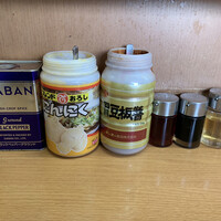 なかむら屋-『なかむら屋』テーブル付属の各種調味料類