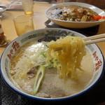 麺や 雅 - コク塩白湯。中太縮れ麺で結構おいし!