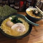 横浜家系ラーメン 池袋商店  - ラーメンと小ネギチャ丼