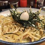 横浜家系ラーメン 池袋商店  - うずらの卵が産み落とされた〜感。 ごま油とタレで味付け。