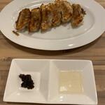 餃子ダイニング ウッシッシ - 焼きぎゅうざ
