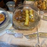 ポミエ - 料理写真:ビュッフェのパン オーブンで焼きます。