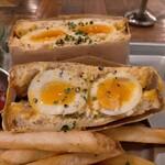 egg baby cafe - 半熟タマゴのサンドイッチ900円