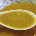 ラーメン とんとん - 最後の方は普通の味噌ラーメン風のスープ