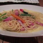ソラカラ アクア ミネラーレ - ベーコンと野菜のクリームソースをスパゲッティーニに絡めて頂きます。