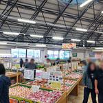 JAふくしま未来農産物直売所 ここら - 農産物直売所には大量のモモが並んでいました