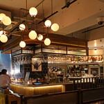 CAFE GITANE - 平日のカウンター @8pm