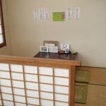 すし松 - この部屋は8人位が収容できます。他4部屋ぐらいあります。