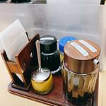 洋食 キラク - 卓上の調味料各種