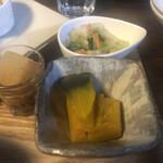 のうえんカフェ - 脇役・・・具沢山のお味噌汁、小鉢(かぼちゃの煮物)、お新香