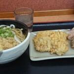 桃山亭 - 料理写真:かけ(小)+とり天+おにぎり2個  580円