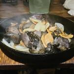 オオモリヤ - にんにくたっぷり ももの炭火焼き(780円)