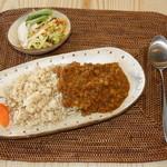 カフェ 美音 - 料理写真:スパイスをきかした人気のオリジナルカレー