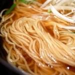亀戸らぁ麺 零や - 麺はキレイな細麺
