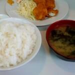 はちのこ食堂 - イカフライ定食(税込680円)