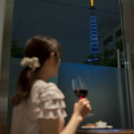 チャウダーズ カフェ - 窓際からは、ライトアップした東京タワーを見ながらお食事も♪