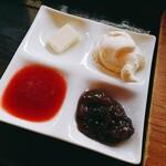 青山文庫 - イタリア産発酵バター、北海道産小豆、自家製ジャム、ホイップクリーム