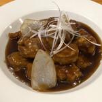 くまねこ食堂 - 黒酢の北京風酢豚。 これと麻婆豆腐もお気に入り。