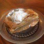 140291696 - アプフェルシュトゥルーデル 薄く伸ばしたパイ生地で長野産のりんごを巻いたオーストリアの代表的なケーキ(10~3月)