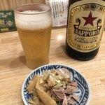 中華そば ムタヒロ - 瓶ビール550円、目の前にあるお通しはサービスです。 嬉しいですね。