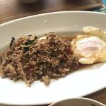140301167 - メイン:豚肉のバジル炒め(ガバオ)