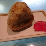 海幸楽膳 釜つる - おむすび    お味噌汁とあわせて275円