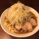 麺屋 づかちゃん - 料理写真:ラーメン ニンニク少なめ、野菜増し 850円(税込)